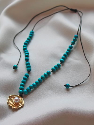 White pearl and blue beads necklace